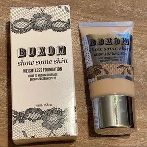 Buxom show some skin weightless foundation-😻😻